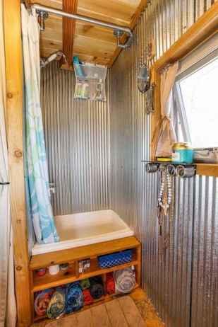 Amazing tiny house bathroom shower ideas (27)