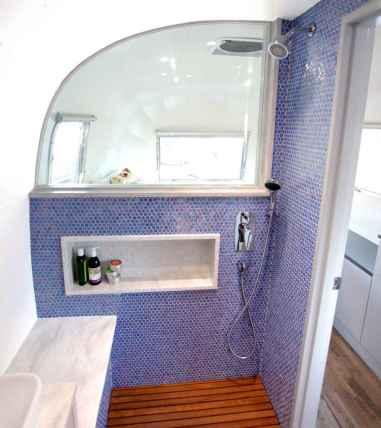 Amazing tiny house bathroom shower ideas (41)