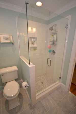 Amazing tiny house bathroom shower ideas (53)