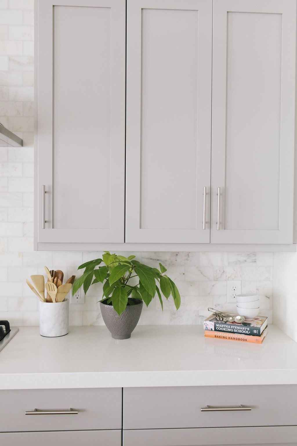 Gorgeous gray kitchen cabinet makeover ideas (20)