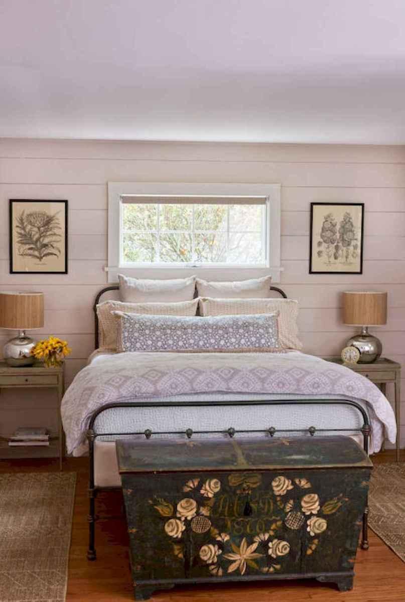 Modern farmhouse style master bedroom ideas (19)