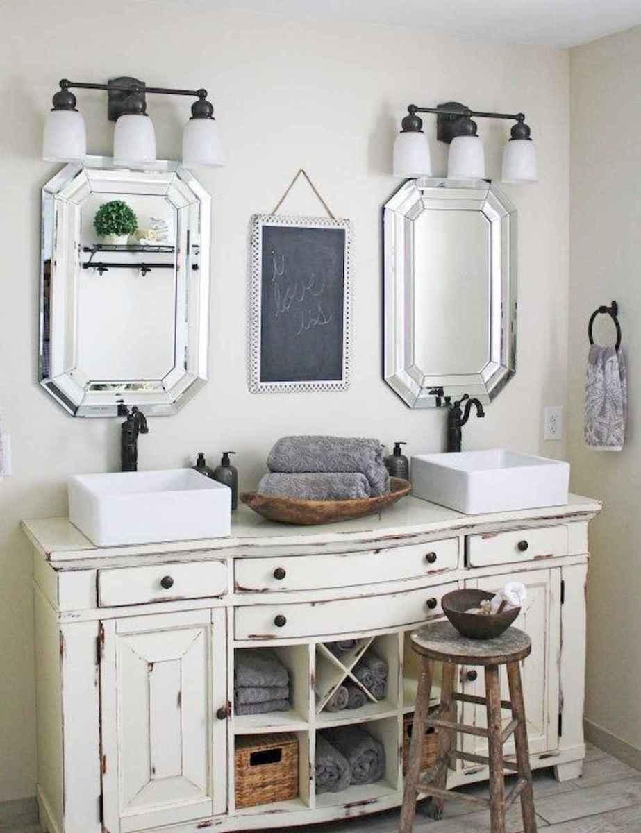 Rustic farmhouse master bathroom remodel ideas (14)