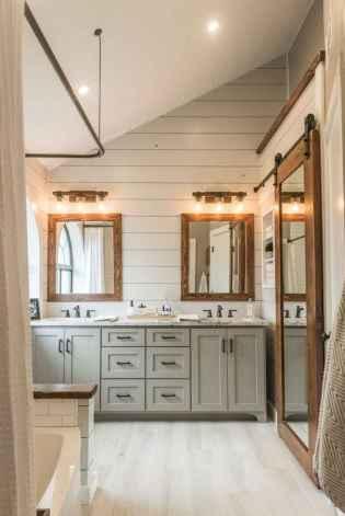 Rustic farmhouse master bathroom remodel ideas (39)