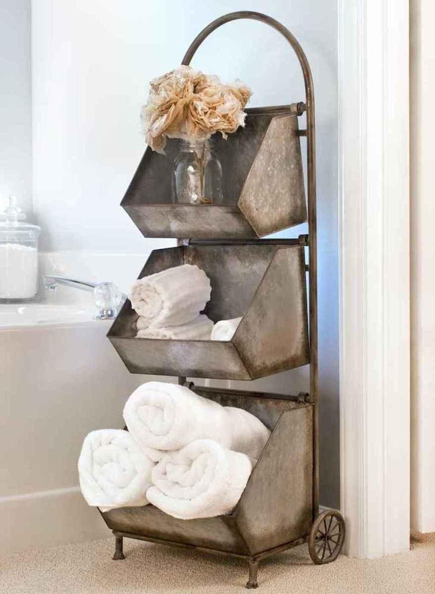 Rustic farmhouse master bathroom remodel ideas (41)