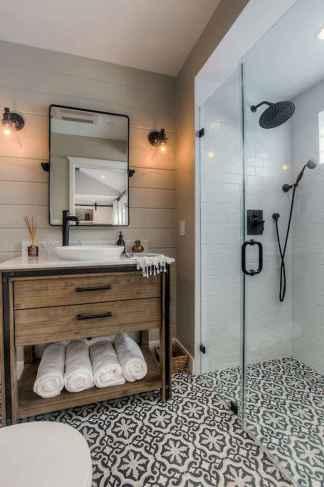 Rustic farmhouse master bathroom remodel ideas (51)
