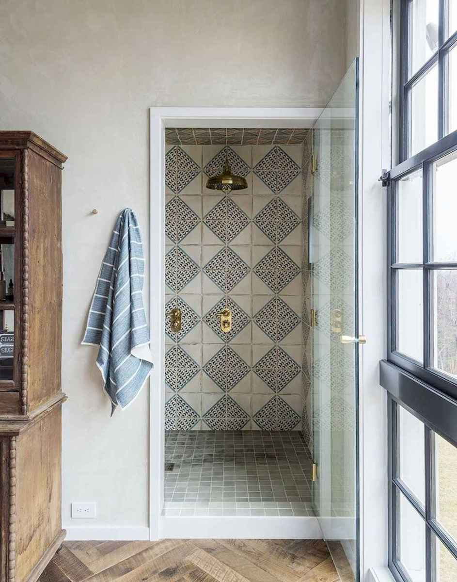 Rustic farmhouse master bathroom remodel ideas (58)