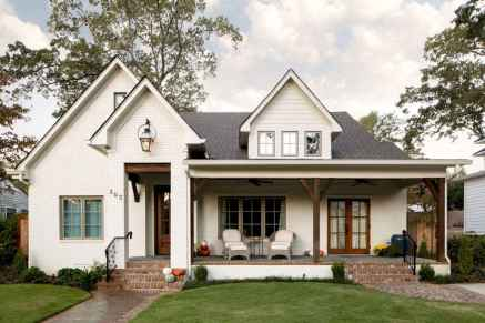06 gorgeous farmhouse front porch decorating ideas