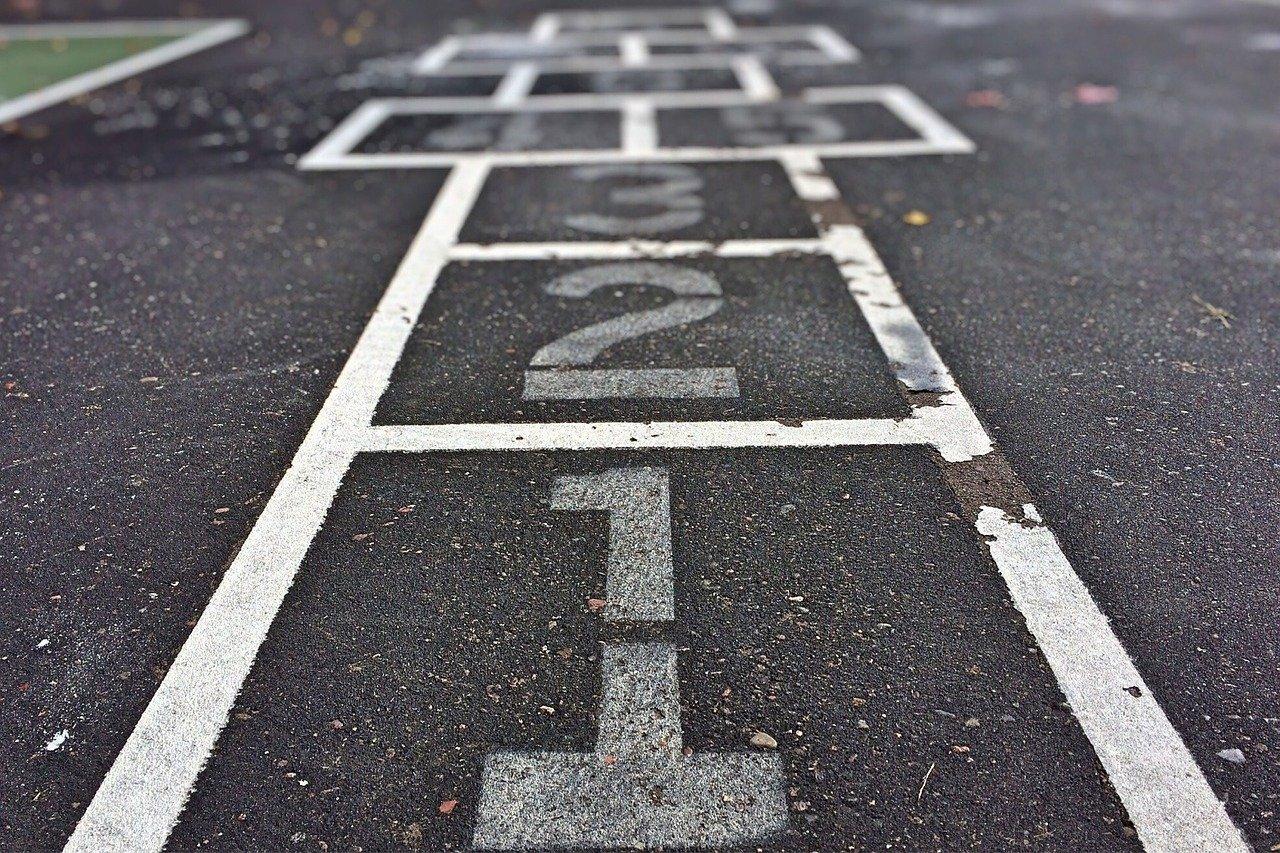 four square, game, playground-972192.jpg