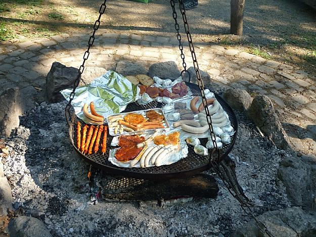 Grilling Barbecue | 15 Classical Fun Family Activities Around The Campfire
