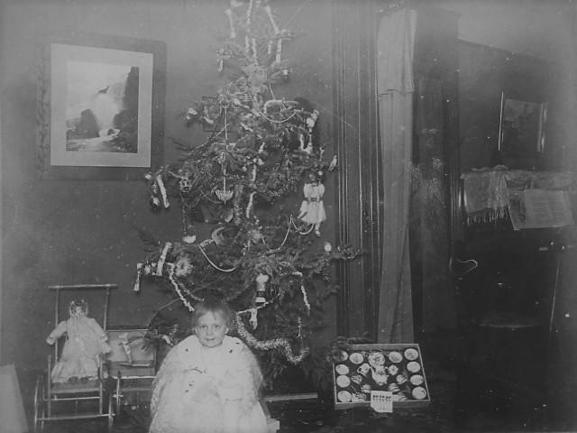 Baby Xmas tree 1900