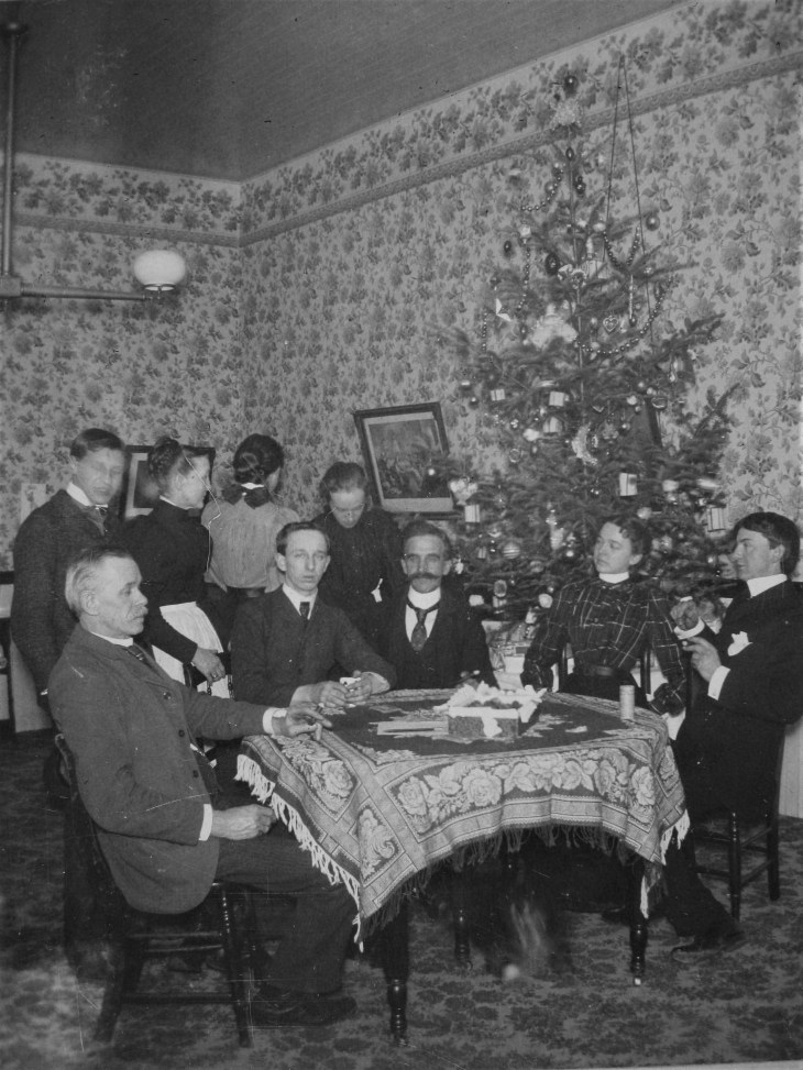 Group with Christmas tree 1900s