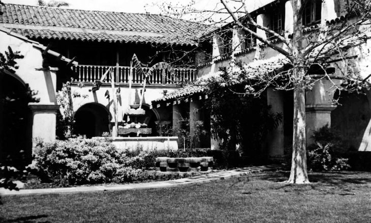 La Casa Nueva Courtyard From South Lawn 99.5.5.141