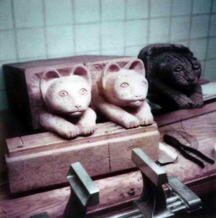1892La Casa Nueva Courtyard Balcony Cats Head Replication 99.5.33.910