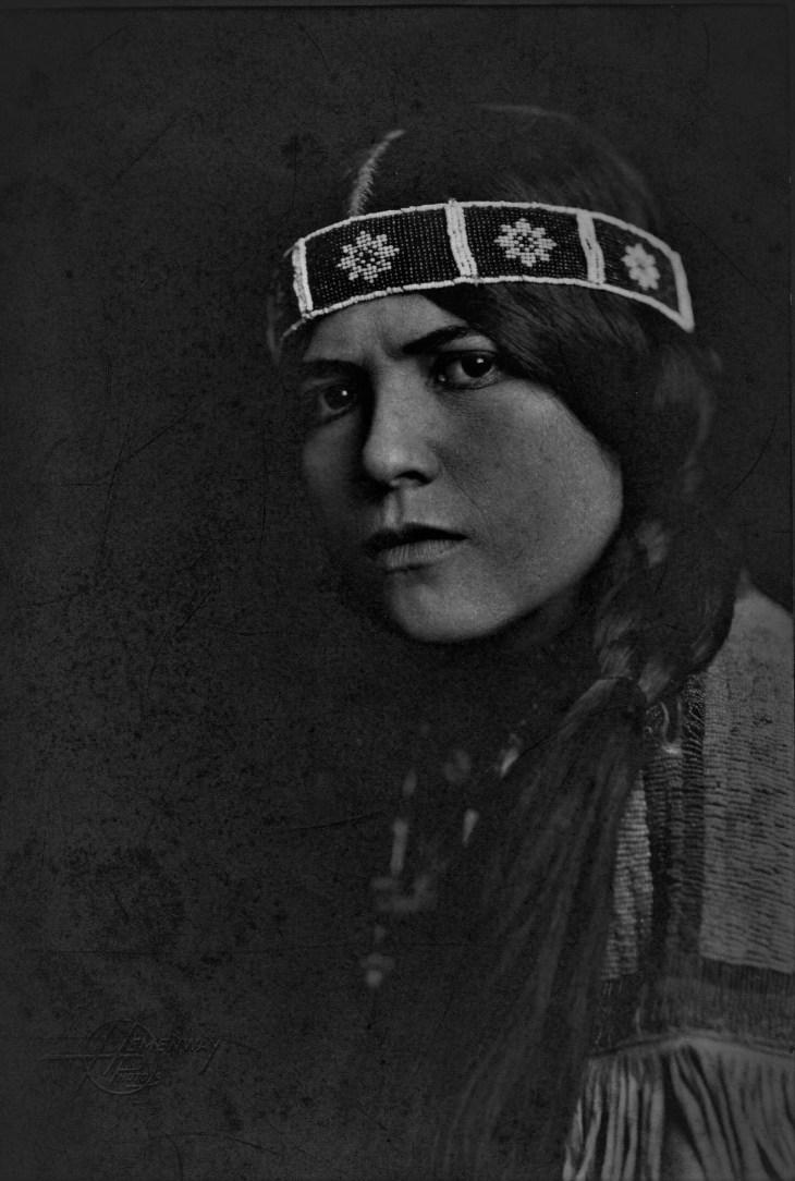 Princess Mona Darkfeather autograph photo (3)