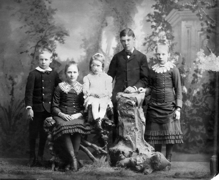 1020181 Cabinet Photo Five Oldest Children of William H. Workman Maria Boyle Workman 2016.295.1.8
