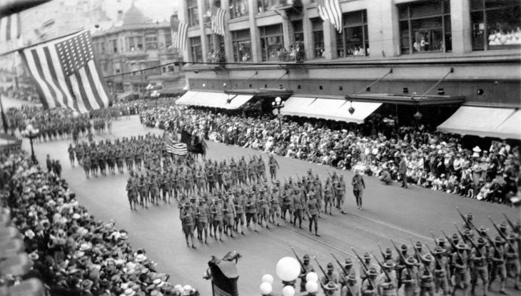 Army Personnel In Los Angeles Parade 2009.109.1.1