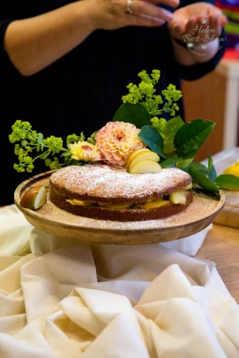 How to style an autumnal cake - step by step
