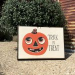 Vintage Halloween Decorating Farmhouse For Spooky Home 37