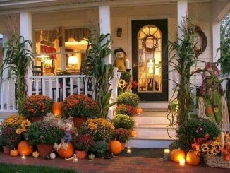 Beautiful Front Door Decoration For Fall 006