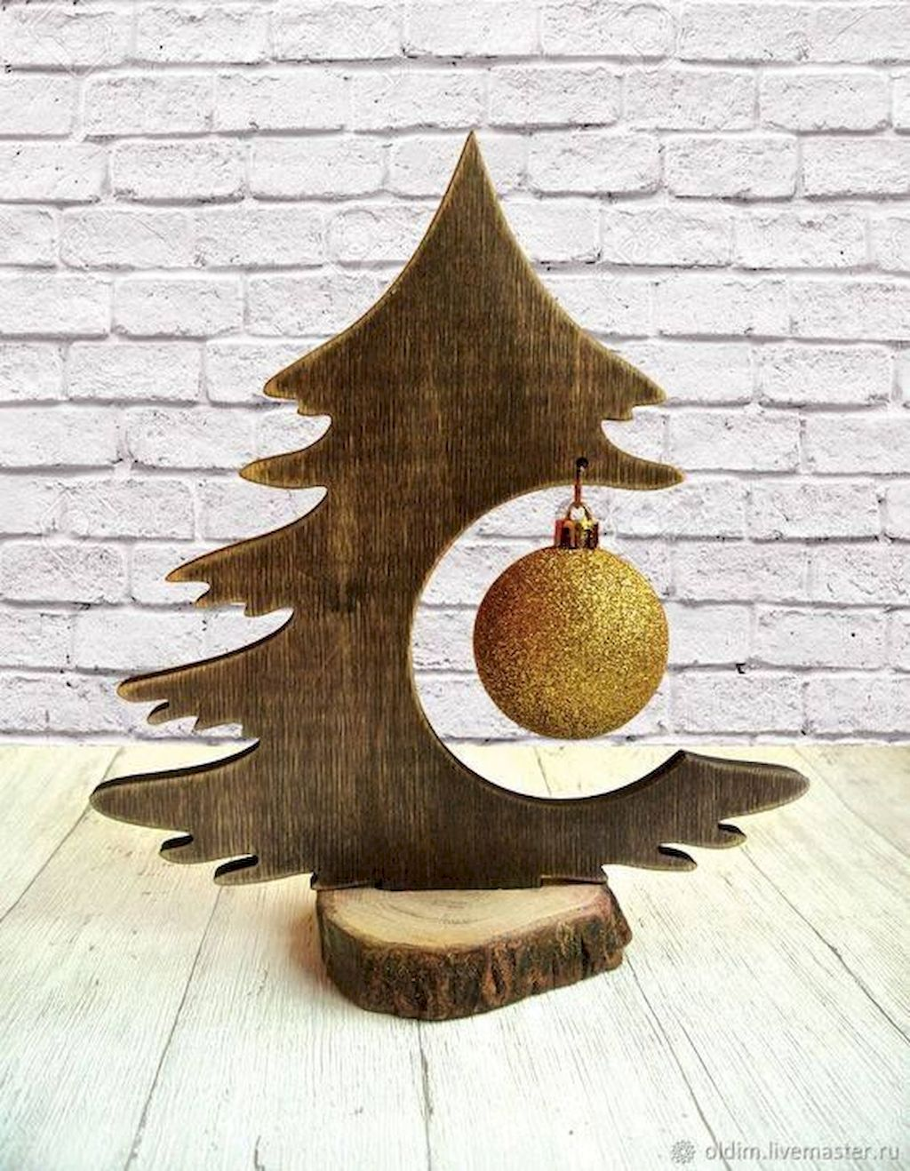Perfect Christmas Tree Decoration To Impress Your Guess