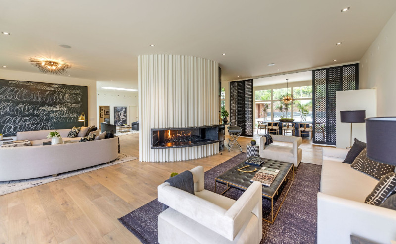 This gorgeous White and Purple Palatial living room belongs to former supermodel Cindy Crawford
