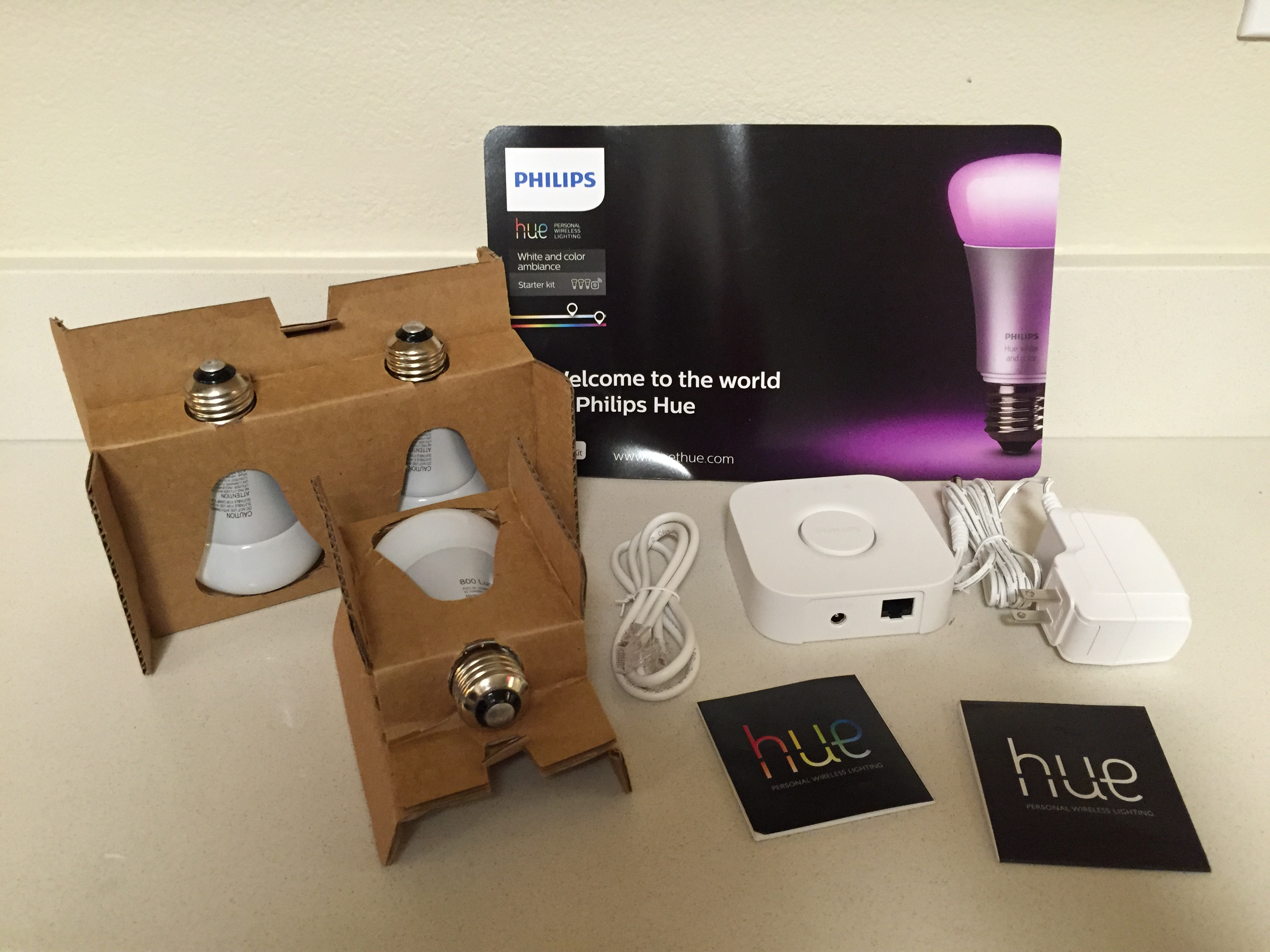 Philips Hue starter kit unboxed