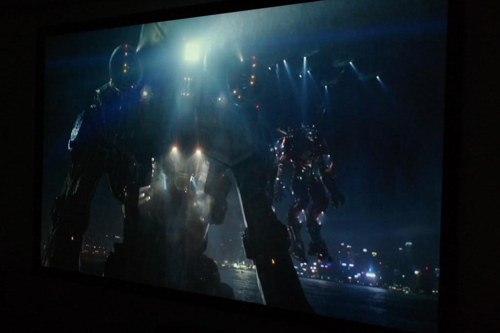 sony_es40_projector_image_example_dark_movie_scene
