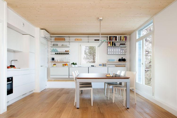 Prefab House Conserves Energy 02
