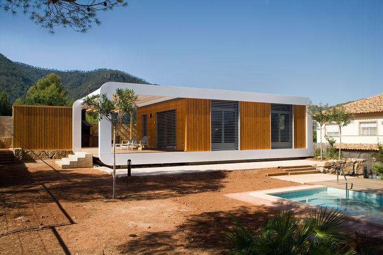 Prefab House Conserves Energy 04