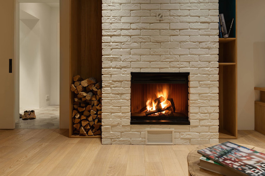 Apartment with slide - fireplace