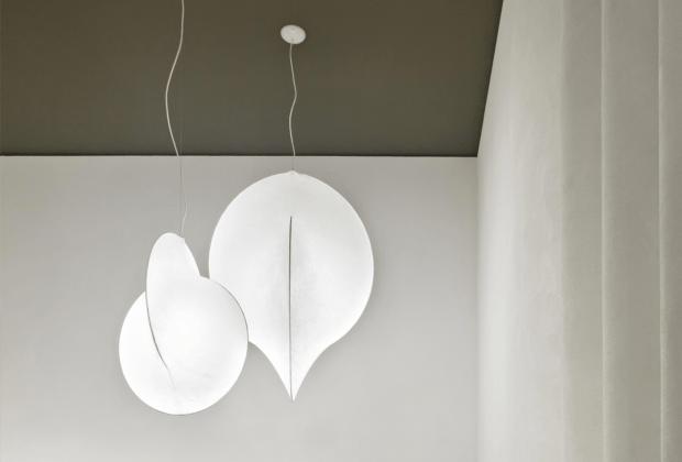 Overlap cocoon-style pendant lamp
