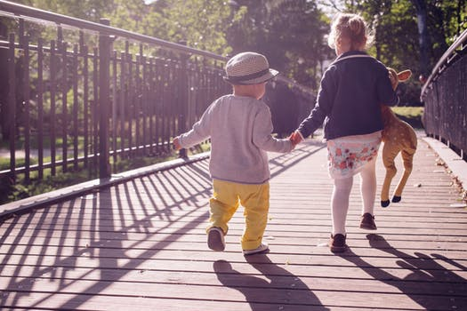 Screens vs. Greens - How your kids can benefit from getting outside