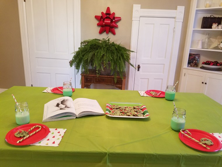 Tea Time Tuesday Grinch Table from Homework and Horseplay