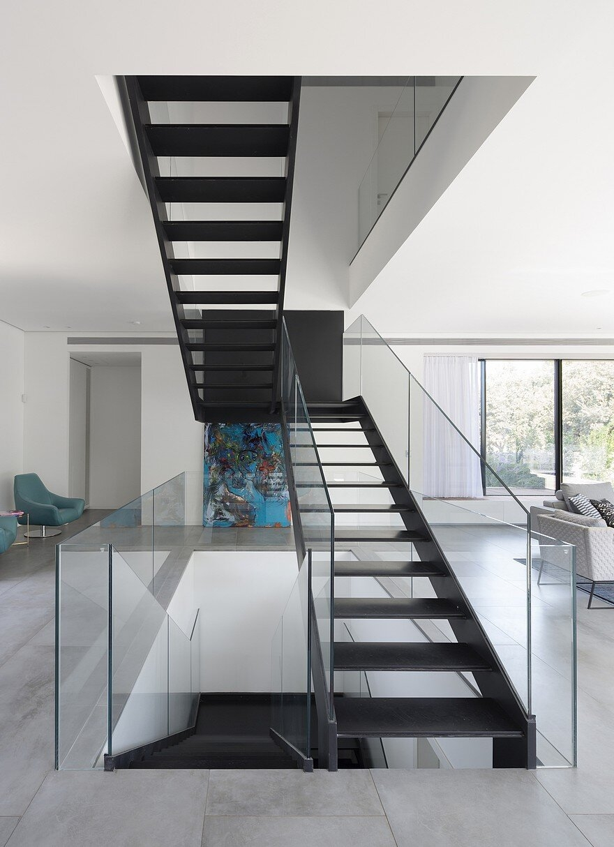 L Shaped Home Organized Around A Central Steel Staircase | L Shape Stair Design