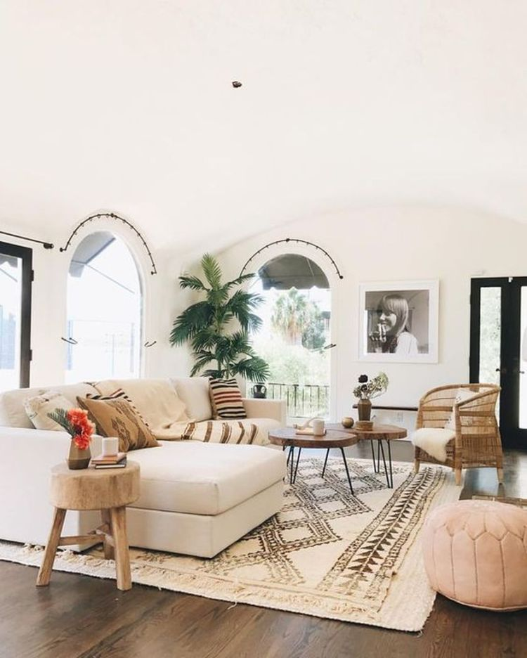 Cozy living room with rugs and low seating style 14 (source pinterest.com)