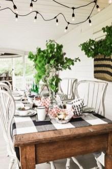 Afordable Livingroom Summer Decoration 19