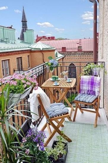 Afordable Summer Balcony Decoration 01