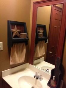 Awesome Country Mirror Bathroom Decor Ideas 24