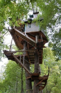 Awesome Treehouse Masters Design Ideas Will Make Dream 15