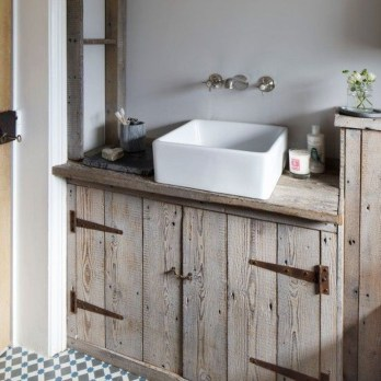 Cozy Wooden Bathroom Designs Ideas 25