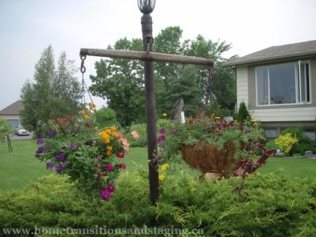 Fantastic Rustic Garden Light Landscaping Ideas 12