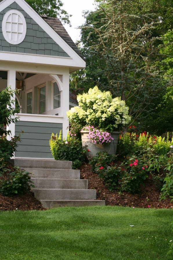 Elegant Colorful Bobo Hydrangea Garden Landscaping Ideas37