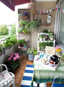 Awesome Small Balcony Garden Ideas15