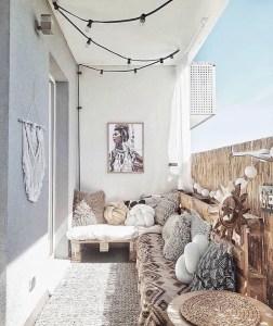 Awesome Small Balcony Garden Ideas31
