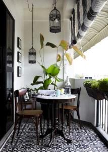 Awesome Small Balcony Garden Ideas32