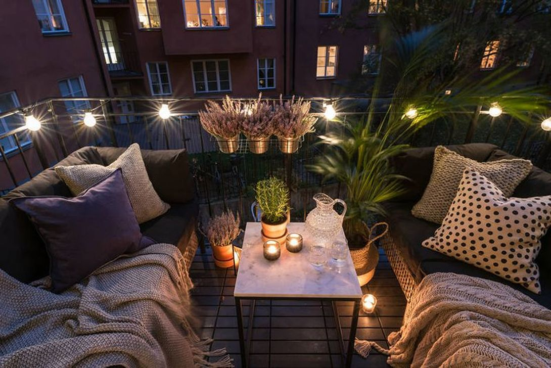 Awesome Small Balcony Garden Ideas35