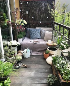 Awesome Small Balcony Garden Ideas36