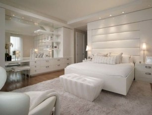 Elegant White Themed Bedroom Ideas09