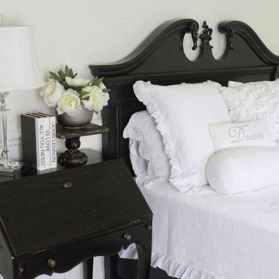 Elegant White Themed Bedroom Ideas11