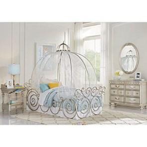 Elegant White Themed Bedroom Ideas37